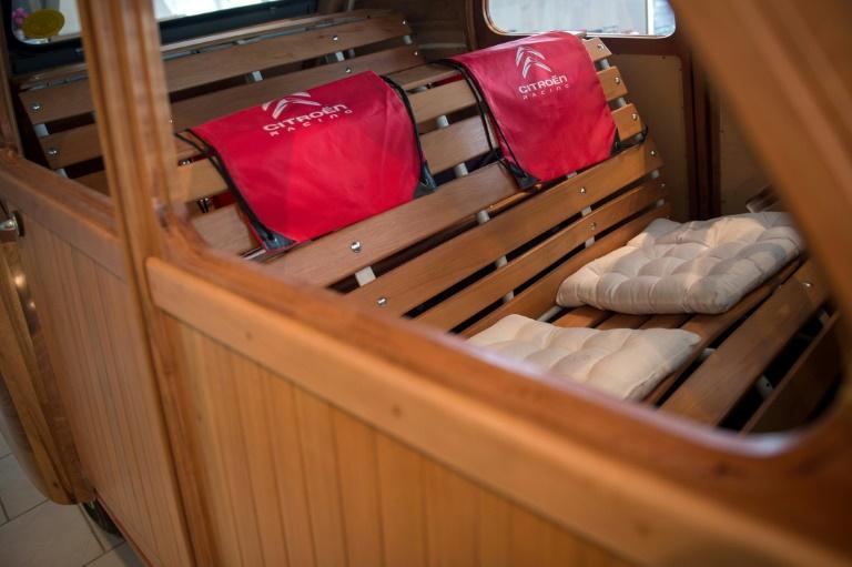 intérieur de la 2CV en bois