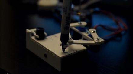 Plotclock : Ce Robot inscrit l'heure avec un marqueur
