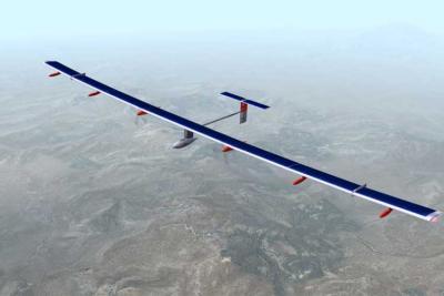 L'avion solaire (Solar Impulse) vole en direction du Maroc