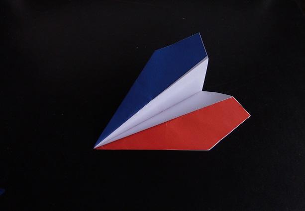 Avion en Papier Téléchargeable aux Couleurs du Drapeau Français