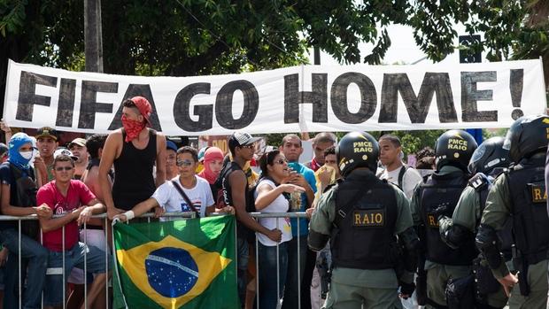 Coupe du Monde FIFA 2014 – Photos de Graffiti Anti-FIFA au Brésil